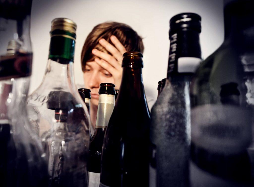 """Vício em ebriorexia """"width ="""" 1600 """"height ="""" 1177 """"srcset ="""" https://psiqueviva.com/wp-content/uploads/Alcohol-ebriorexia.jpeg 1600w, https://psiqueviva.com/wp-content/uploads /Alcohol-ebriorexia-80x60.jpeg 80w, https://psiqueviva.com/wp-content/uploads/Alcohol-ebriorexia-300x221.jpeg 300w, https://psiqueviva.com/wp-content/uploads/Alcohol-ebriorexia -768x565.jpeg 768w, https://psiqueviva.com/wp-content/uploads/Alcohol-ebriorexia-400x294.jpeg 400w """"tamanhos ="""" (largura máxima: 1600px) 100vw, 1600px"""