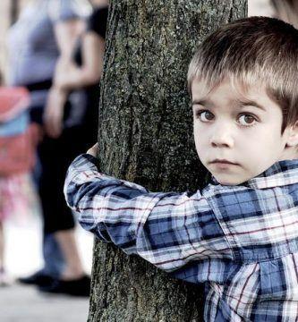 Niño con ansiedad por separación