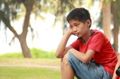Niño con depresión
