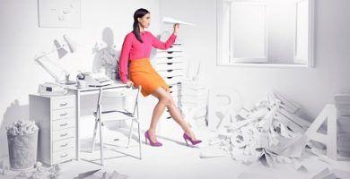 Mujer procrastinando