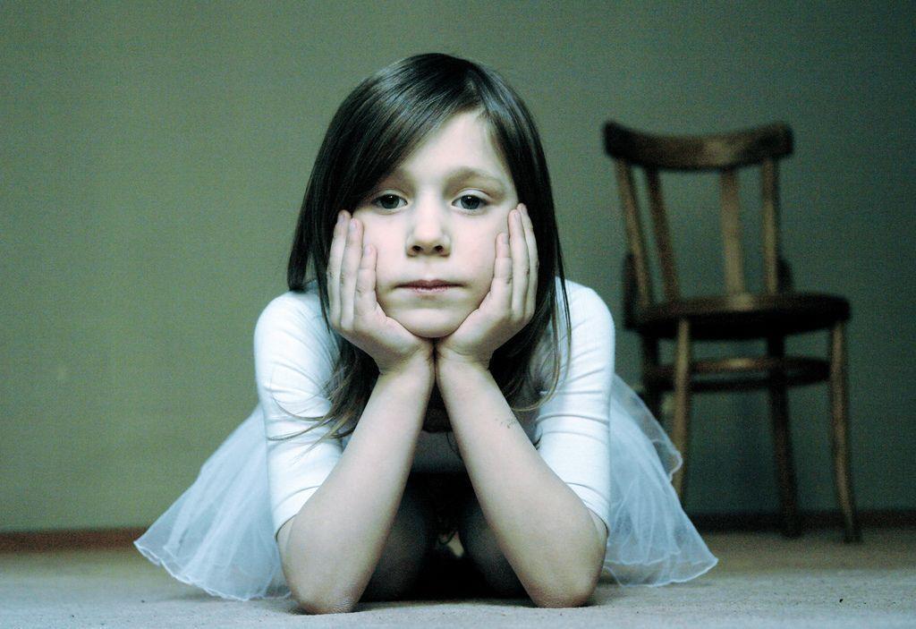 Niña afectada por divorcio de sus padres